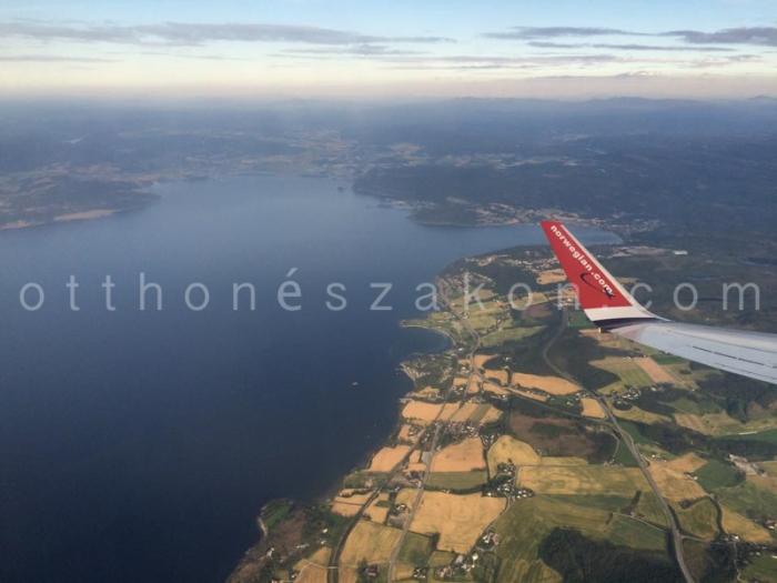 Eppen elhagyjuk Trondheimet es a Trondheim fjordot